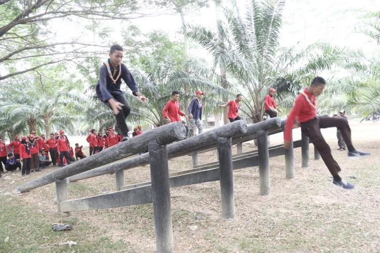 Peserta Pelayaran Lingkar Nusantara Kunjungi Brigif 4 Marinir Piabung