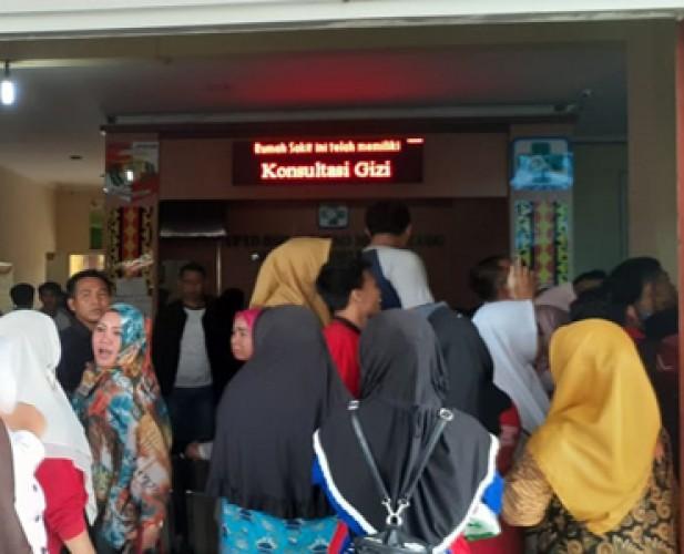 Peserta Protes Penerimaan Pegawai RSD Ryacudu Kotabumi