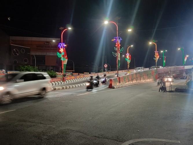 Pesona <i>Fly Over</i> Sultan Agung di Malam Hari