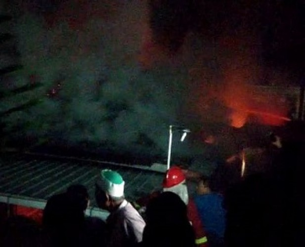 Petugas Butuh Waktu Satu Jam Padamkan Kebakaran di Tamin