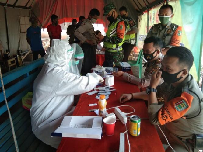 Petugas Pos Operasi Ketupat Polres Pesawaran Jalani <i>Rapid Test</i>