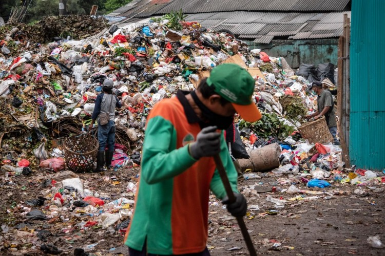 Petugas TPS Pringsewu Tertular Covid-19 dari Sampah Isoman