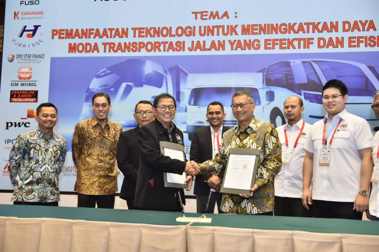 PGN-Aptrindo Teken Kerja Sama Pemanfaatan Bahan Bakar LNG untuk Truk Logistik