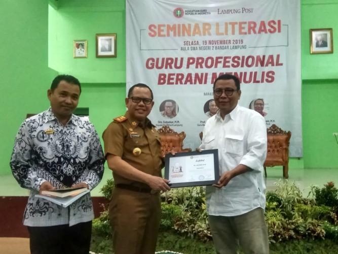 PGRI Gandeng Lampung Post Bangun Literasi Guru