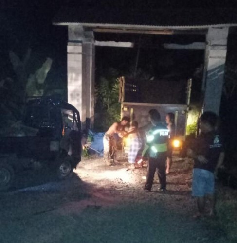 Pikap Tabrak Gapura Makam di Sidomulyo, Dua Orang Terluka