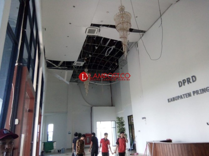 Plafon Lobi DPRD Pringsewu Ambrol Diterjang Angin