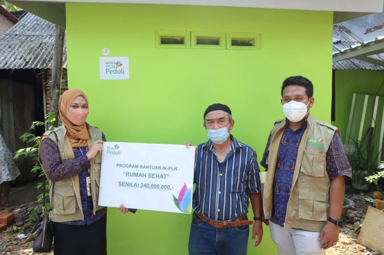 PLN Peduli Bedah Rumah Purnakarya dengan Memanfaatkan FABA