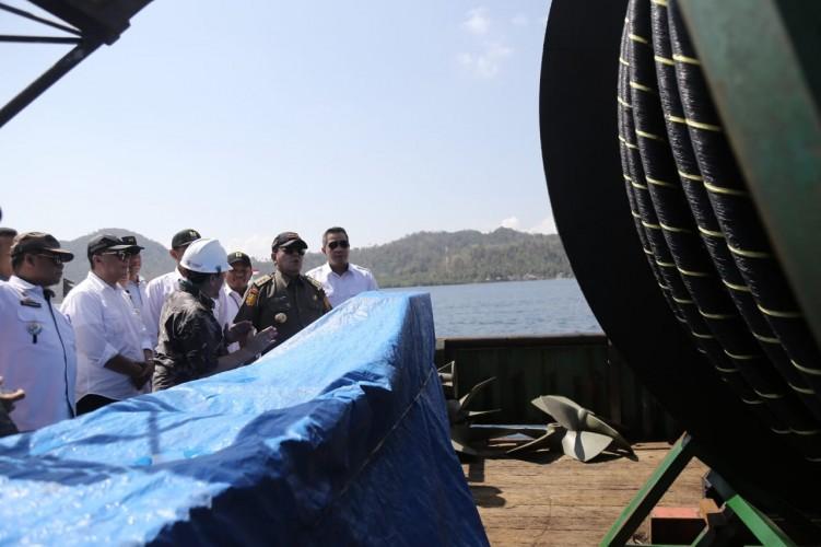 PLN Tanam 1,8 Kms Kabel Bawah Laut di Pahawang