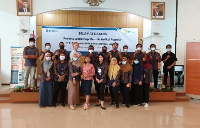 PLN UID Lampung Gelar Workshop Menulis Artikel Populer bagi Karyawan