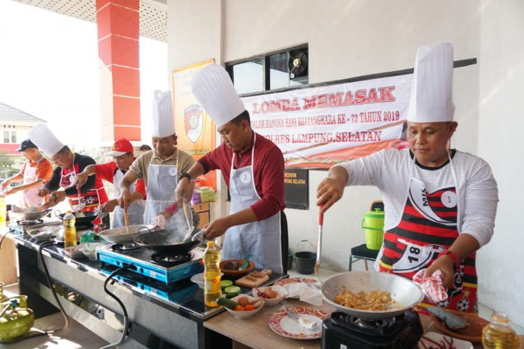 Plt Bupati Lampung Selatan dan Anggota Forkopimda Ikuti Lomba Masak Nasi Goreng