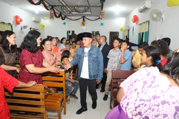 Plt Bupati Lamsel Pantau Perayaan Natal di Sejumlah Gereja