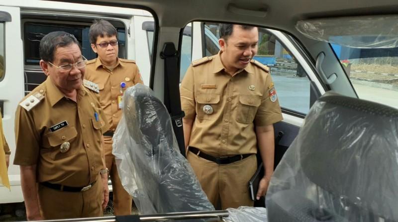 Plt Bupati Mesuji Serahkan13 Mobil untuk Petugas Kesehatan