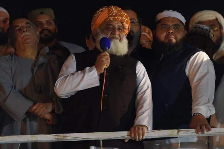 PM Pakistan Enggan Mundur di Tengah Gelombang Protes