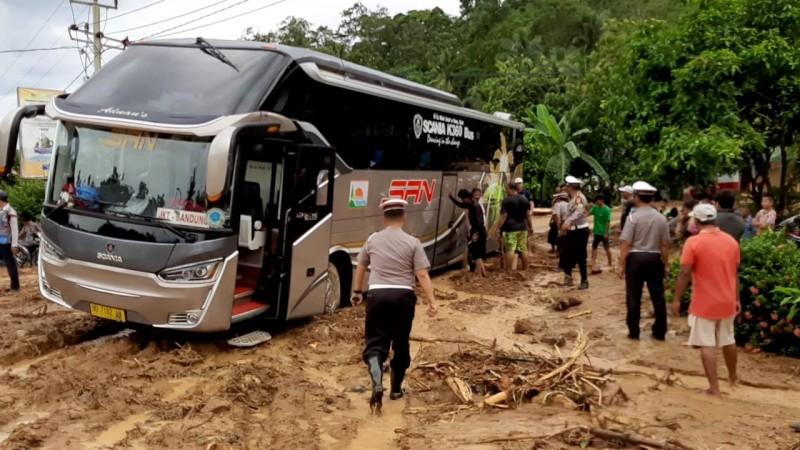 Polda Alihkan Akses Jalan Bengkulu-Lampung
