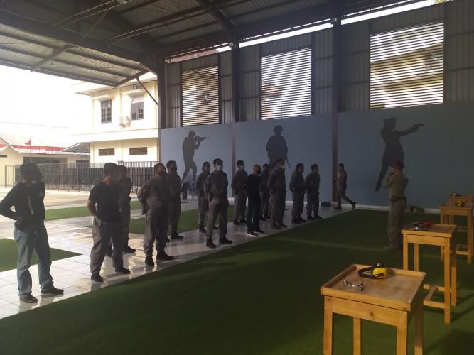 Polda Lampung Asah Kemampuan Menembak Tekab 308
