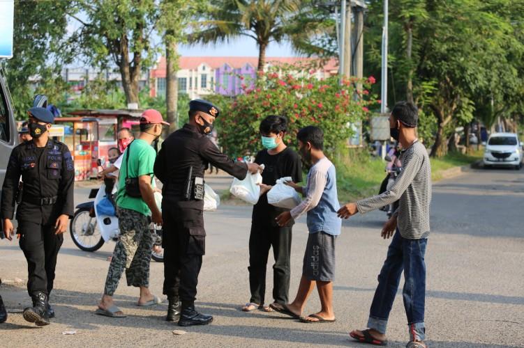 Polda Lampung Dirikan Dapur Umum untuk Berbuka Puasa Warga
