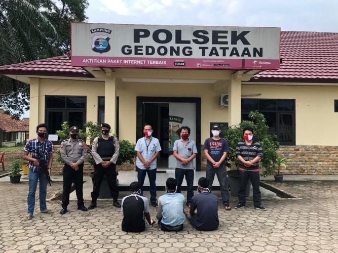 Polisi Amankan Tiga Pencuri Getah Karet di Pesawaran