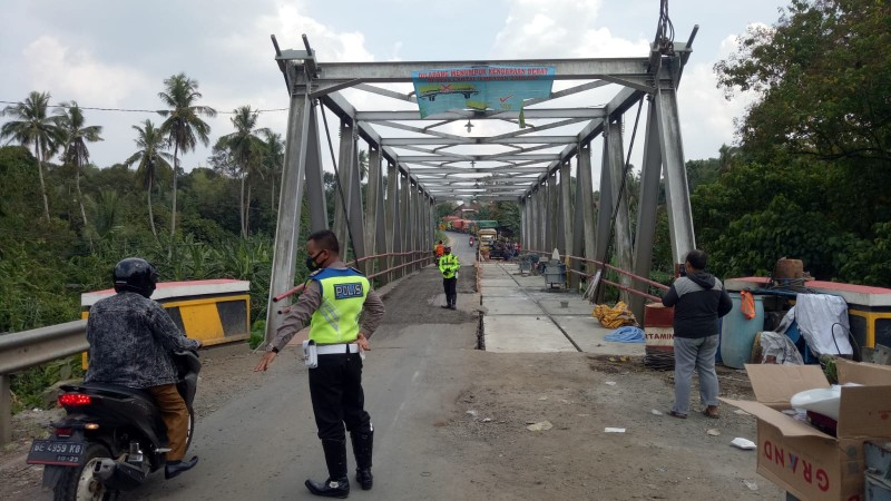 Polisi Atur Sistem Buka Tutup untuk Motor di Jembatan Way Rarem