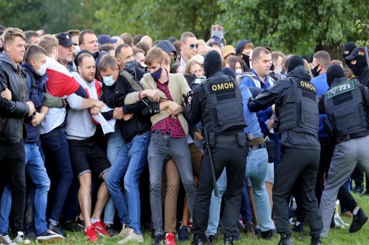 Polisi Belarusia Tangkap 100 Orang Terkait Penembakan Kelompok HAM