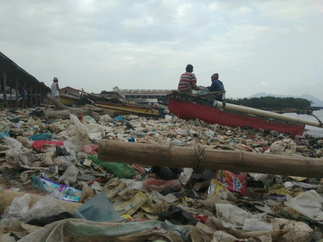Polisi Bersih-bersih Pantai,Walhi Sebut Jangan Hanya Sekali
