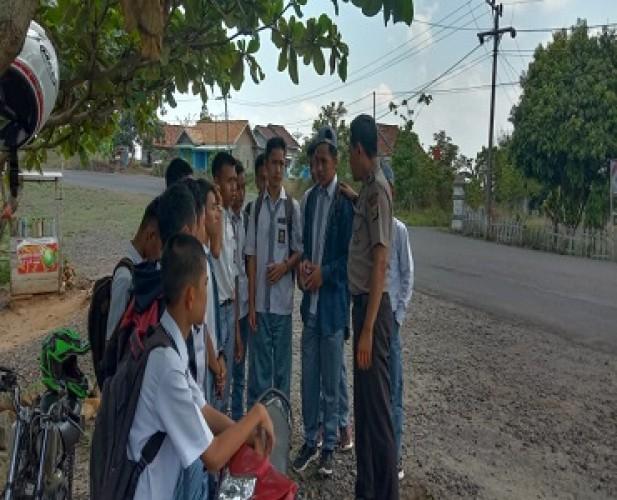 Polisi Bina Siswa yang Keluyuran di Jam Belajar