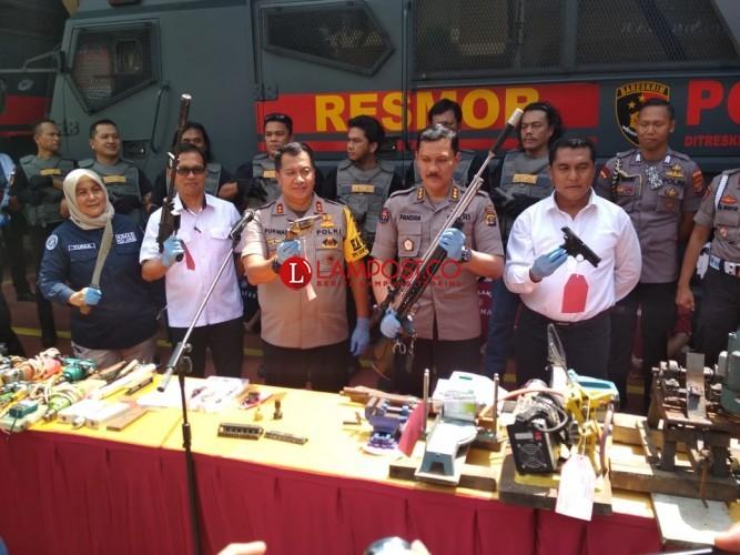 Polisi Bongkar Pabrik Senpi Rakitan di Lampung Timur