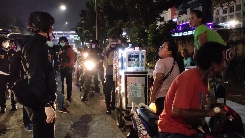 Polisi Bubarkan 10 Ribu Kerumunan