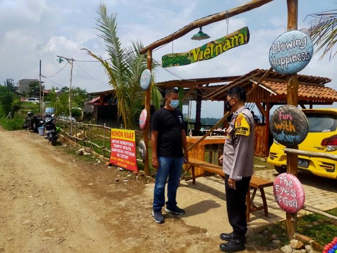 Polisi Bubarkan Keramaian di Kampung Vietnam