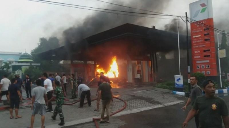 Polisi Buru <i>Pengecor</i> Bensin Pemicu Kebakaran SPBU Metro