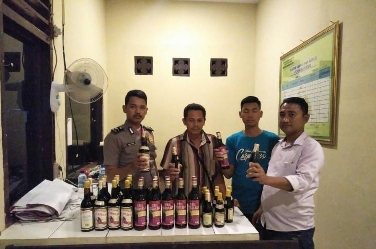 Polisi di Way Kanan Sita Puluhan Minuman Keras