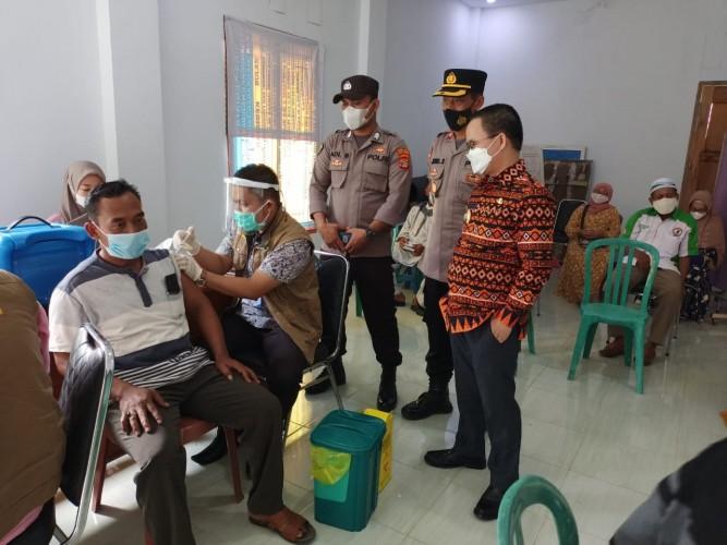 Polisi Gelar Pengamanan Vaksinasi Massal Calon Jemaah Haji di Way Kanan