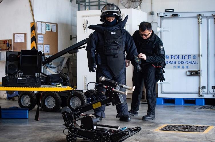 Polisi Hong Kong Jinakkan Dua Bom Paku