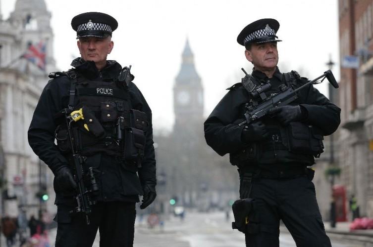 Polisi Inggris Berwenang Tangkap Pengidap Korona
