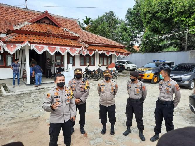 Polisi Kawal Distribusi Logistik Pilkada Lamteng