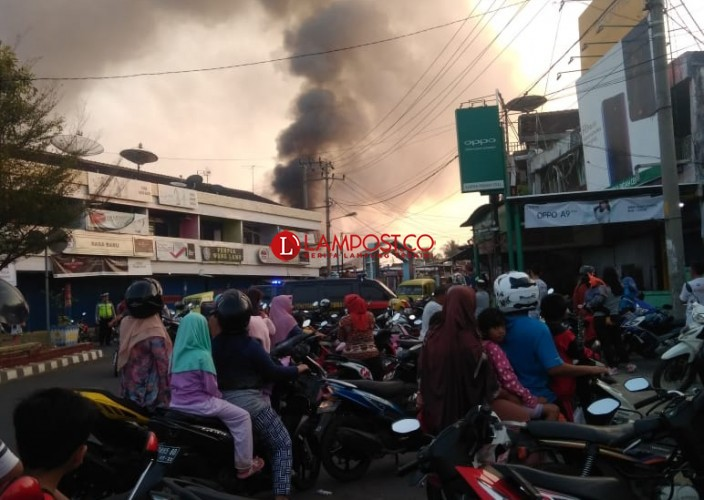 Polisi Olah TKP dan Inventaris Data Kerugian Kebakaran di Terminal KA Kotabumi