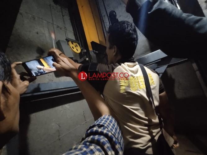 Polisi Olah TKP Jatuhnya Pekerja Lift di Pemkot Bandar Lampung
