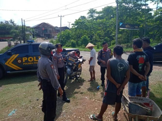 Polisi Razia Kegiatan Meminta Uang Bermodus Menimbun Jalan di Pringsewu