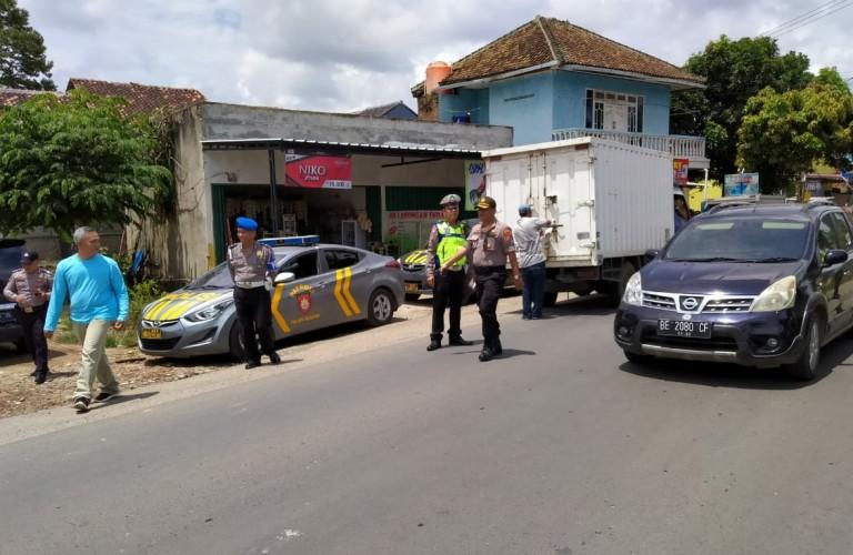 Polisi Razia Mobil Boks Antisipasi Penimbunan Masker