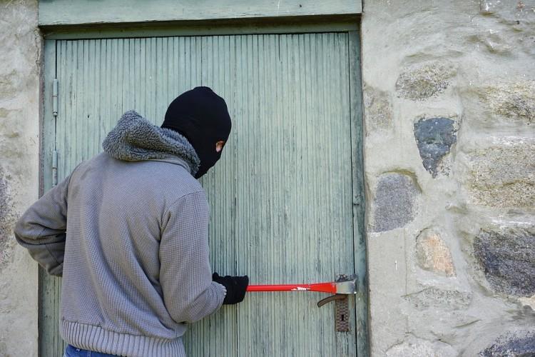 Polisi Ringkus Pencuri Popsel di Pagelaran