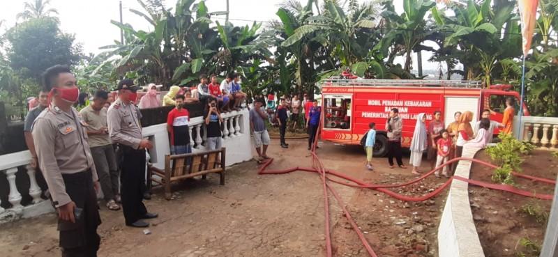Polisi Selidiki Penyebab Rumah Terbakar di Pringsewu