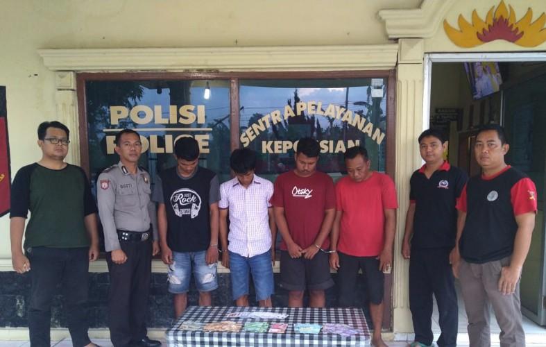 Polisi Tangkap Empat Warga Tritunggal Jaya saat Asyik Main Judi