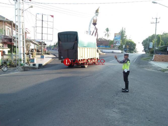 Polisi Urai Kemacetan Perempatan Kampung Negeri Baru