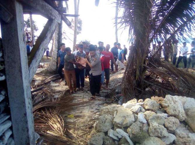 Polres Lampung Barat Evakuasi Penemuan Mayat di Pesisir Utara
