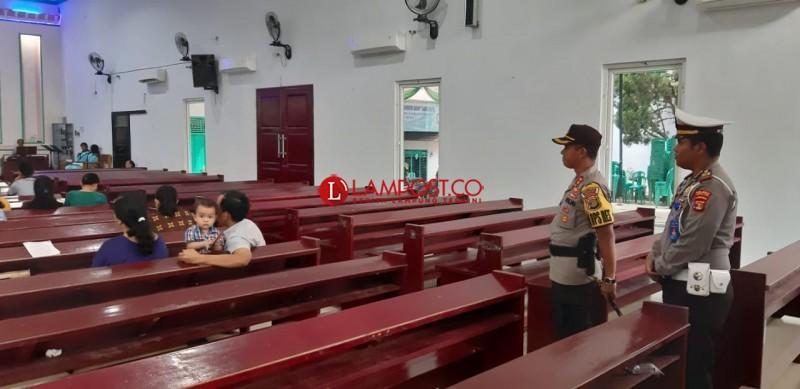Polres Lampura Ciptakan Suasana Nyaman Ibadah di Gereja