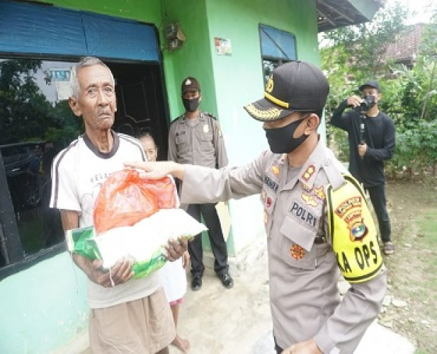 Polres Lamtim Distribusikan Bantuan Sembako dari Mabes Polri