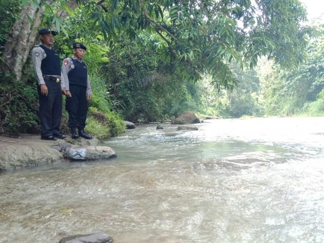 Polres Tanggamus Cek Debit Sungai Antisipasi Banjir