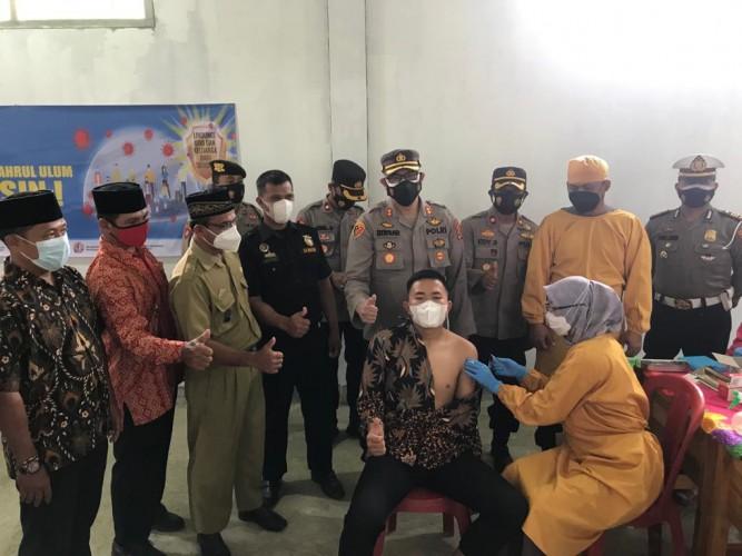 Polres Way Kanan Gelar Vaksinasi Keliling di Ponpes Bahrul Ulum