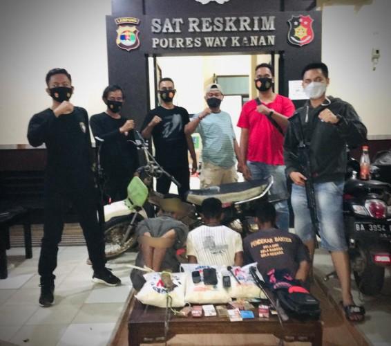 Polres Way Kanan Tangkap 4 Pencuri Toko di Blambangan Umpu