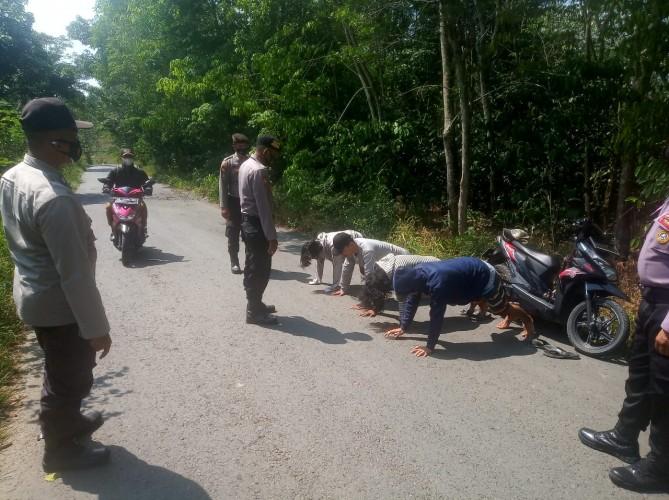 Pemotor tak Patuh Prokes di Waykanan Dihukum <i>Push Up</i>