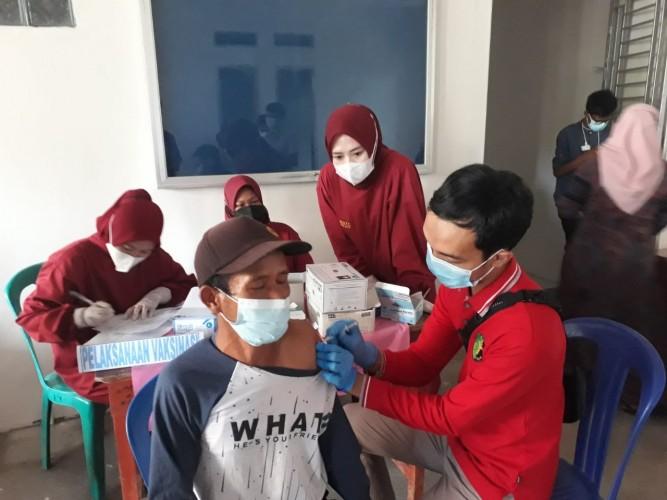 Polres Way Kanan Vaksinasi Keliling di Bandarsari